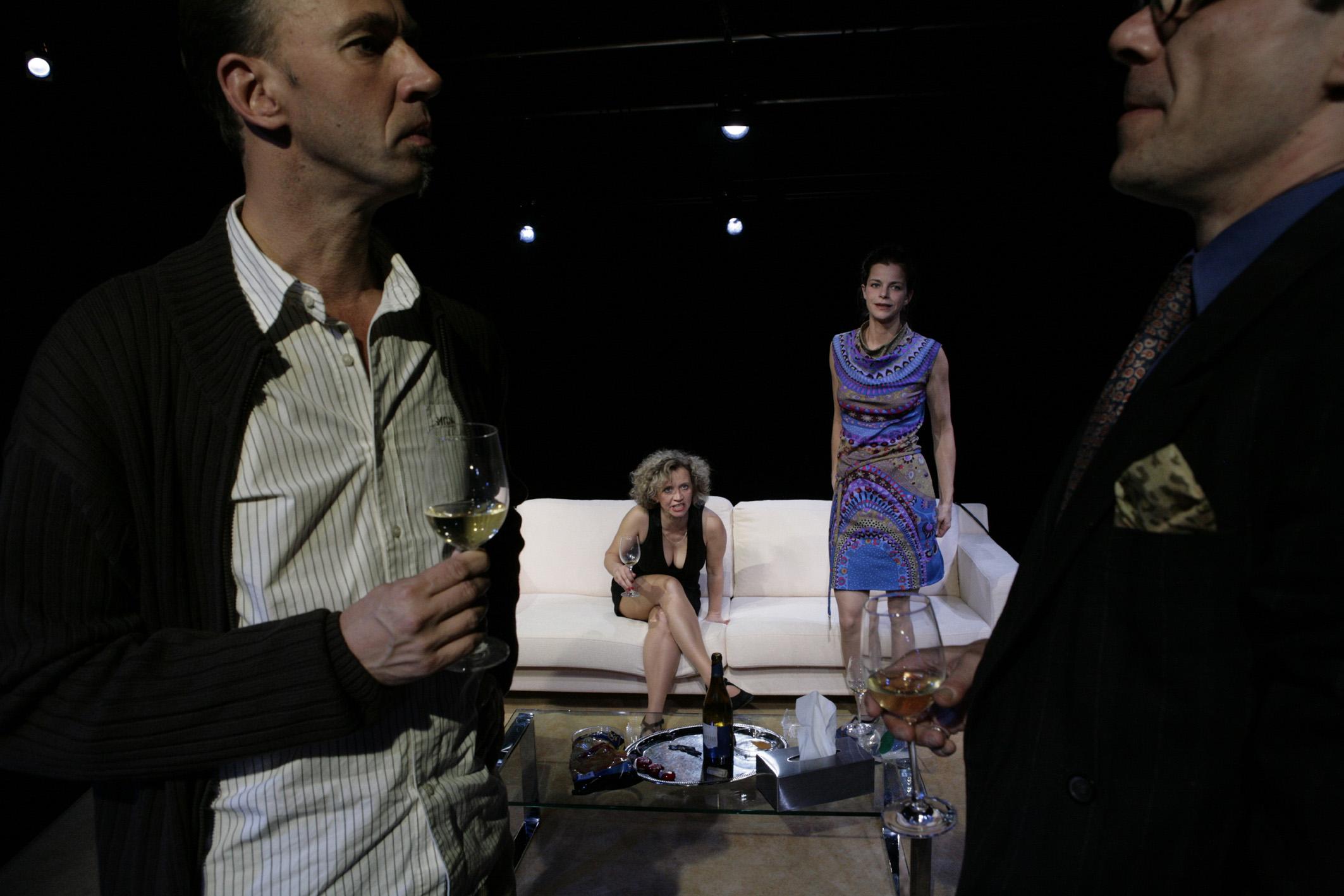 vorne: Schupp, Scherschel; im Hintergrund: Kaminski, Conrad in DREI MAL LEBEN © Felix Holland